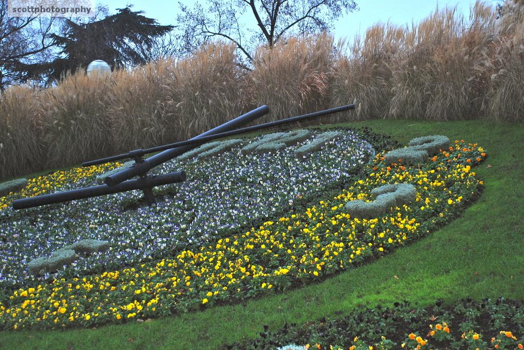 Floral clock jardin anglais photogallery framing service for Jardin anglais en france